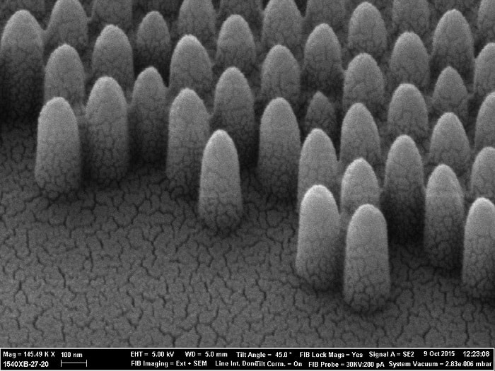 A scanning electron microscope photograph shows the pyramid-like nanostructures engraved onto glass, at 200 nm they are 100 times smaller than a human hair.. Controlling the surface morphology at the nanoscale allows scientists us to tailor how the glass interacts with liquids and light with high precision (UCL)